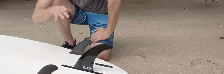 how to choose a paddle board: 2+1-(One-Large-+-Two-Small)-fins