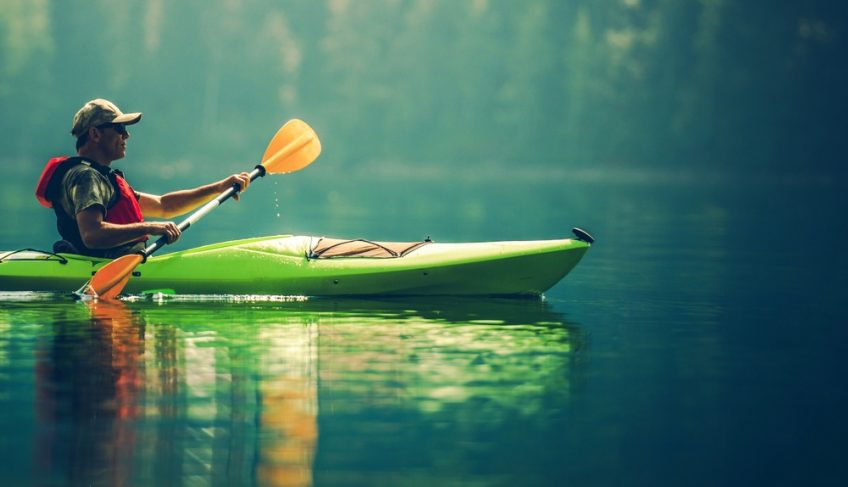 What to Wear When Kayaking in Different Conditions & Temperature