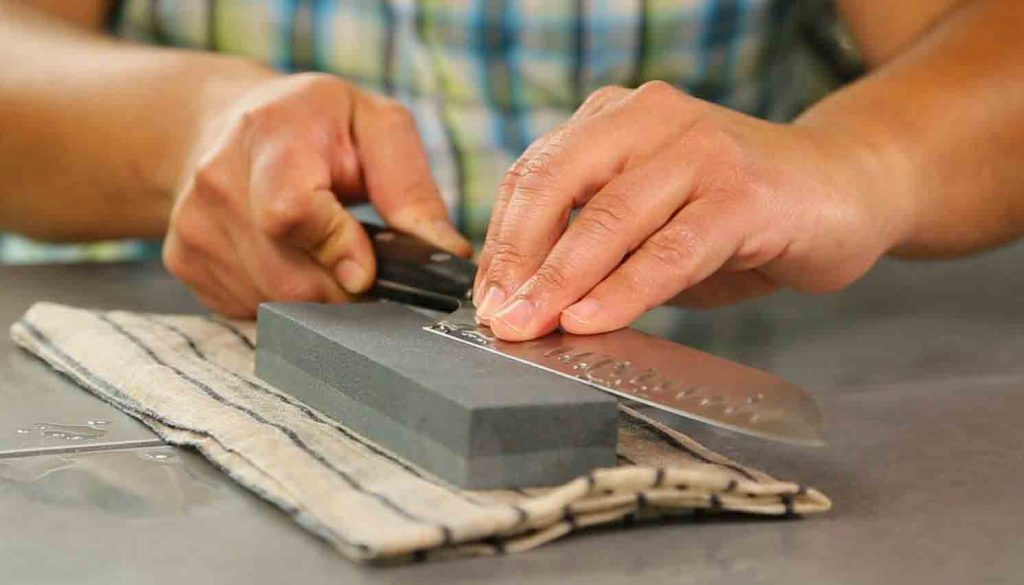 How to Sharpen a Knife with a Rock / Whetstone